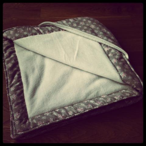 ein tolles geschenk zur geburt selbstgen hte babydecke. Black Bedroom Furniture Sets. Home Design Ideas